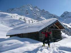 Snowshoeing with meals in refuges or typical inns